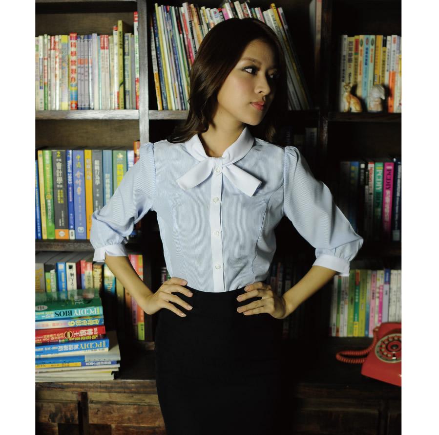 S-45ED-2 淺水藍條紋七分袖女襯衫(短領巾)