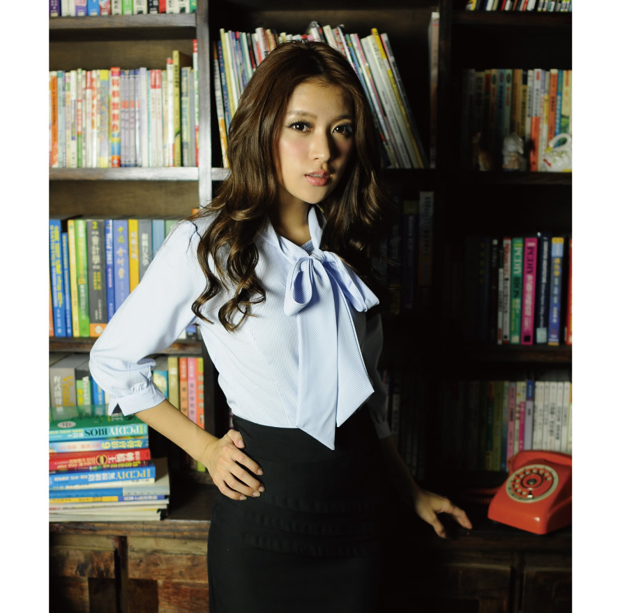 S-45EF-2 淺水藍條紋七分袖女襯衫(長領巾3